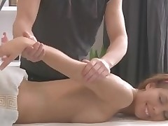 Sexy bombshell acquires wild doggystyle after massage